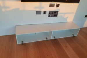 1 Handymobile Group TV mount and unit