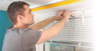 Handyman fitting blinds